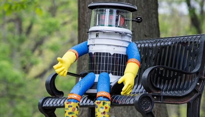 hitchbot le robot qui fait du stop d capit apr s deux semaines aux tats unis. Black Bedroom Furniture Sets. Home Design Ideas